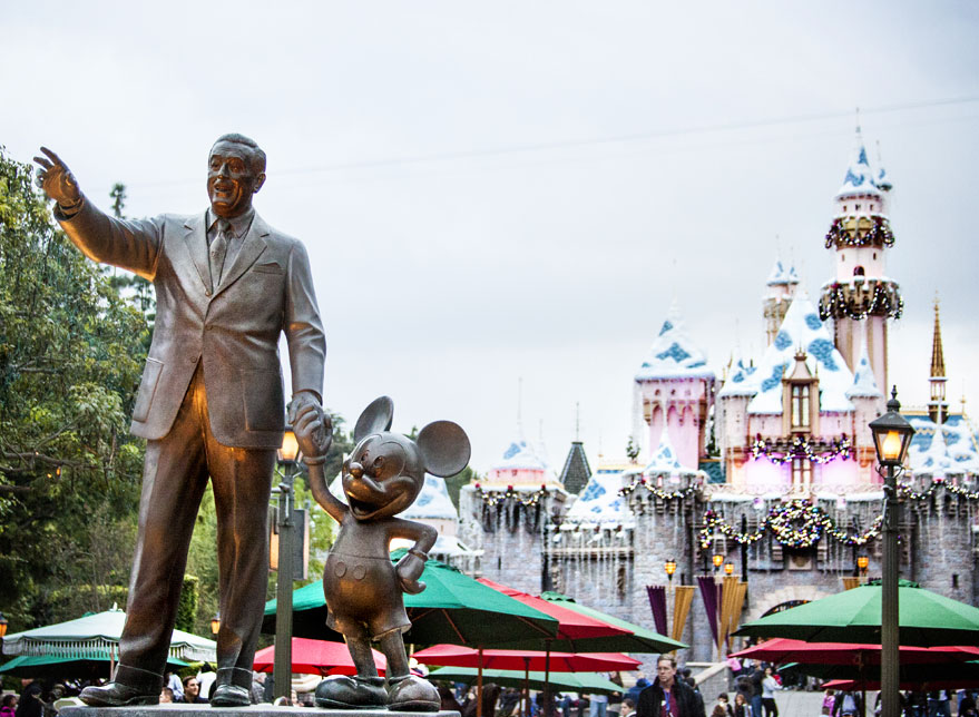 How to Save Money on Disneyland Tickets