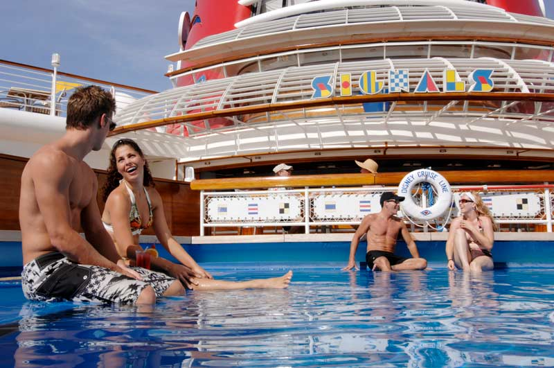 Disney Wonder: Quiet Cove Pool