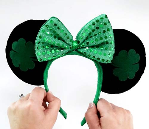 How to Make Minnie Mouse Ears with Cricut