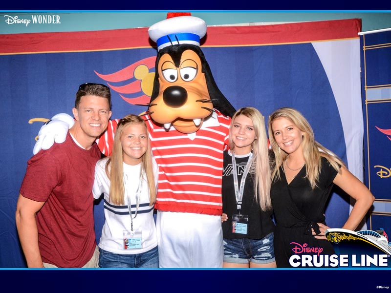 Disney Cruise Photo Package - Photographers will take your family picture before you board