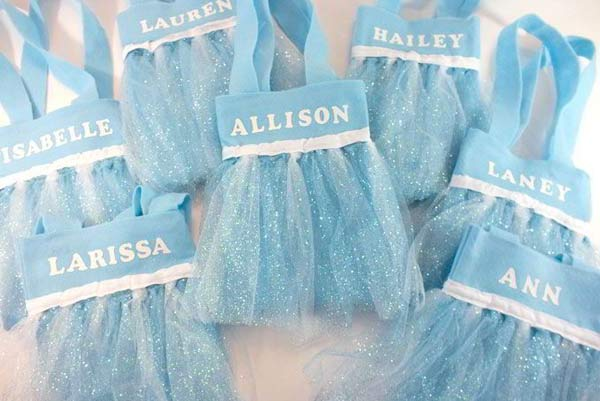 Party favor bags for an Elsa birthday party