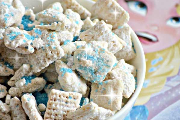 Frozen Muddy Buddies: Perfect for Frozen Birthday Party ideas.