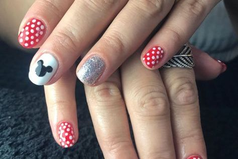 UPDATED] 30+ Awesome Mickey Mouse Nail Designs (January 2020)