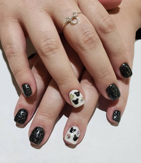 If you love glitter, then you're going to love this sparkly black and white Mickey Mouse nail design.