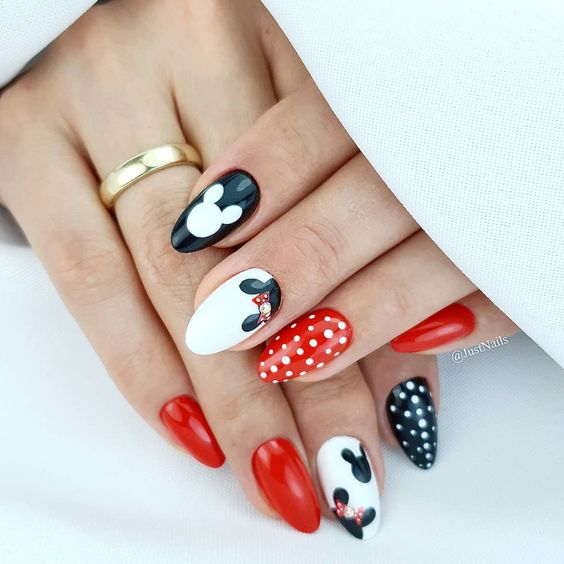 30 Favorite Minnie Mouse Nails