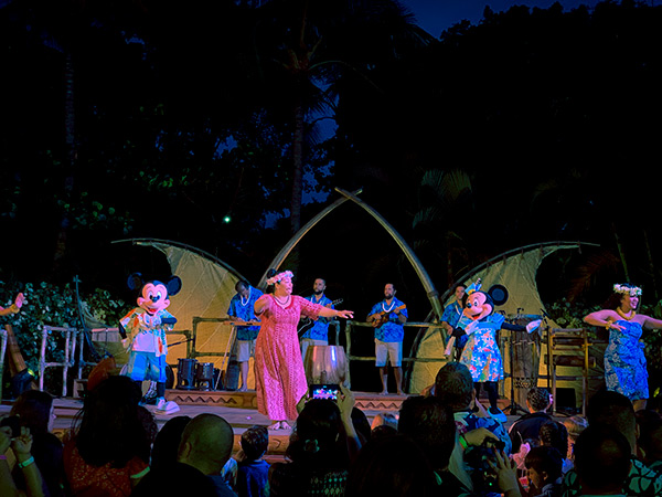 luau dancers on stage